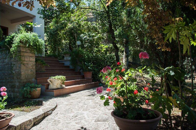 Big house with garden & terrace, holiday rental in Foce