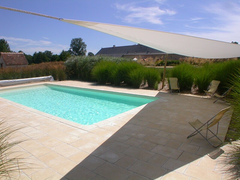 Private estate with 5 houses and a heated pool., holiday rental in Chigne