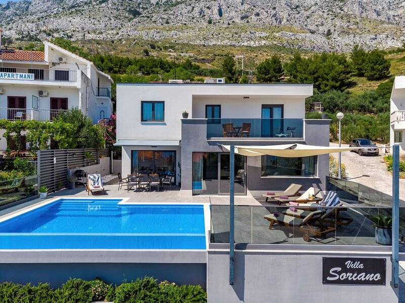 Villa Soriano with private, heated pool & sea view, 130m from sea, 8 persons max, holiday rental in Mimice