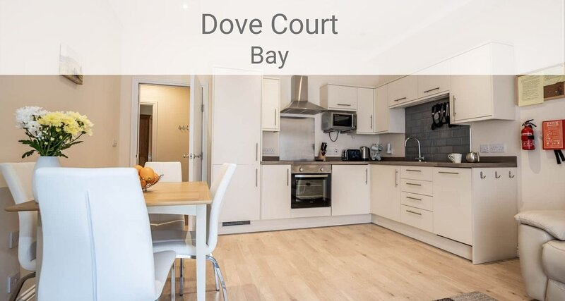 Bay Apartment, 1 bed ground floor apt near seafront, with terrace and parking, location de vacances à Shanklin