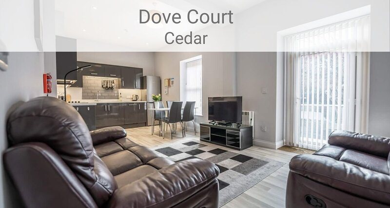 Cedar Apartment, 2 bed 1st floor apt near seafront with parking and roof terrace, location de vacances à Shanklin