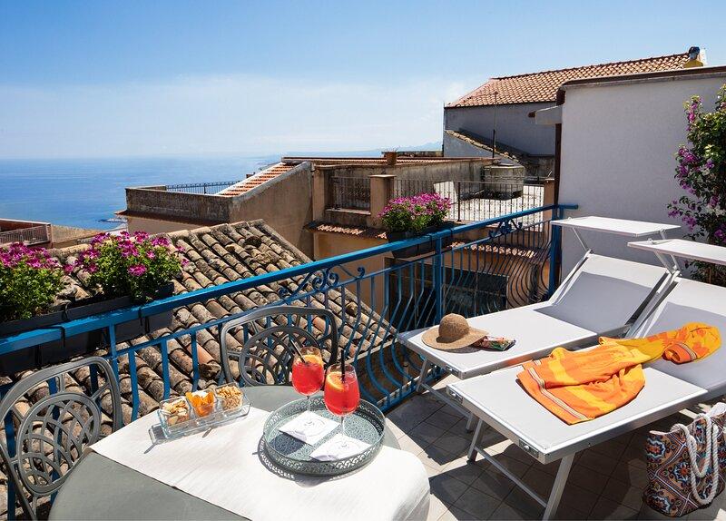 Casa Blandano B&B - Camera Bouganville, vacation rental in Castelmola