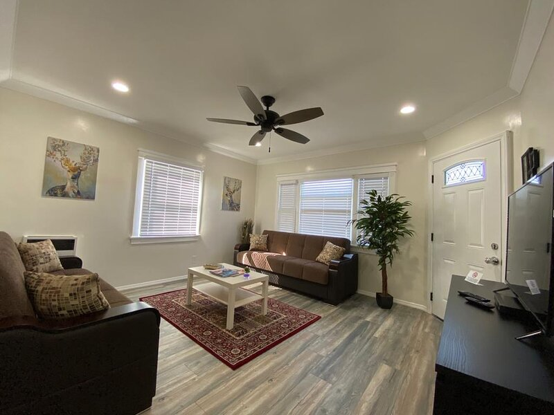 Beach Town Apartment  is Available, holiday rental in Belmont Shore