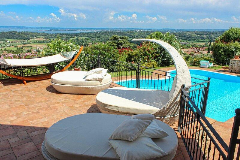 Barcuzzi Villa Sleeps 10 with Pool Air Con and WiFi - 5893169, location de vacances à Ponte San Marco