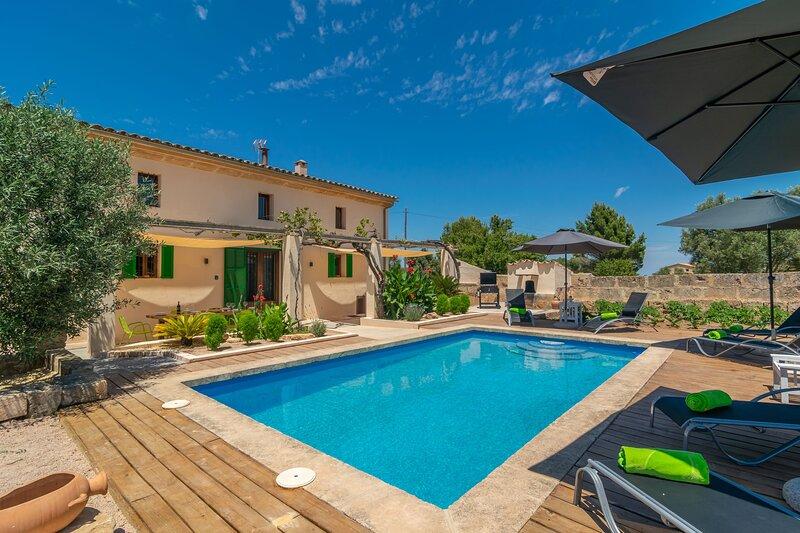 SON INDIOT SL - Villa for 10 people in Algaida, vacation rental in Algaida