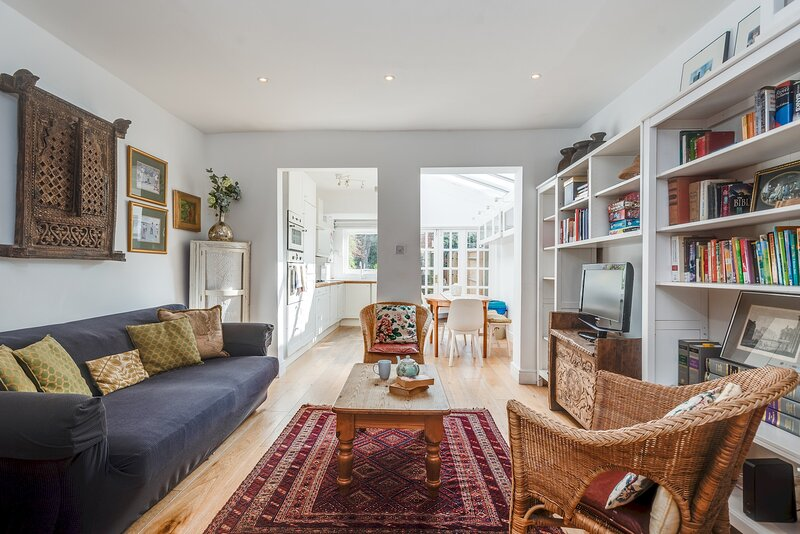 The Old Bookbinders Retreat - 4-Bedroom Jericho House in Oxford, holiday rental in Kennington