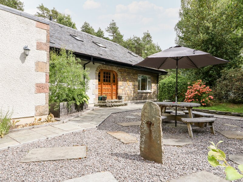 TIGH NA DROCHIT, beautiful secluded location, sauna, all bedrooms en-suite, Ref, holiday rental in Garve