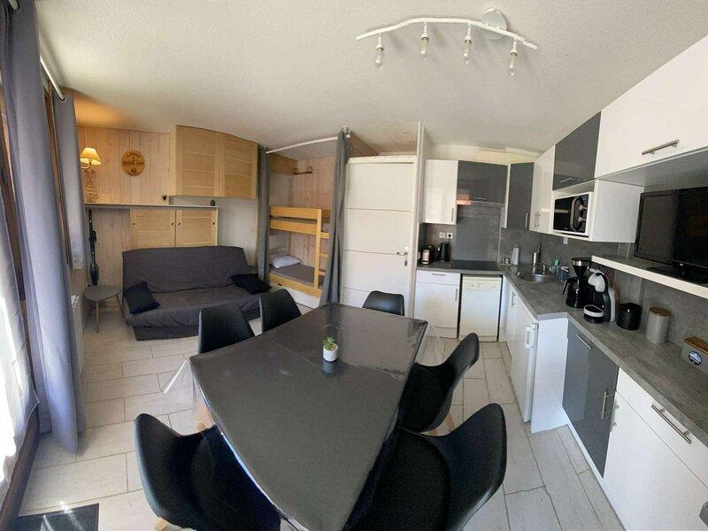 Appartement 6 personnes à Risoul près des pistes 100m front de neige, aluguéis de temporada em Risoul