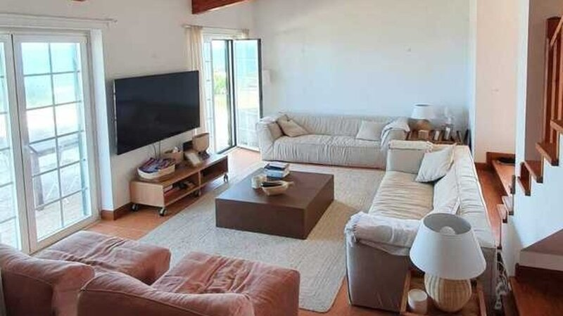 Lovely 4-Bed Villa in Colares, vacation rental in Azoia