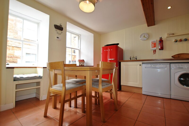 Heron Cottage- traditional fisherman's cottage by the sea, holiday rental in Kilrenny