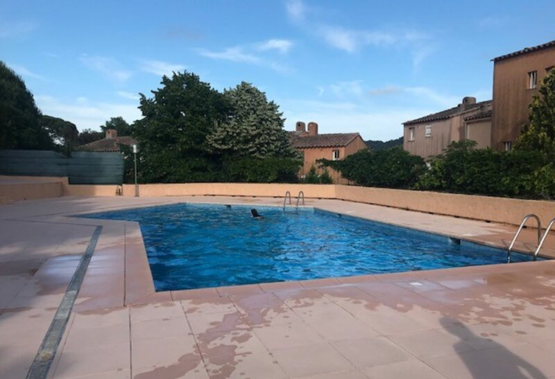 Nice house with shared pool & Wifi, holiday rental in Gassin