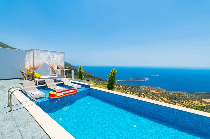 Bezirgan Villa Sleeps 6 with Pool Air Con and WiFi - 5893881, holiday rental in Bezirgan