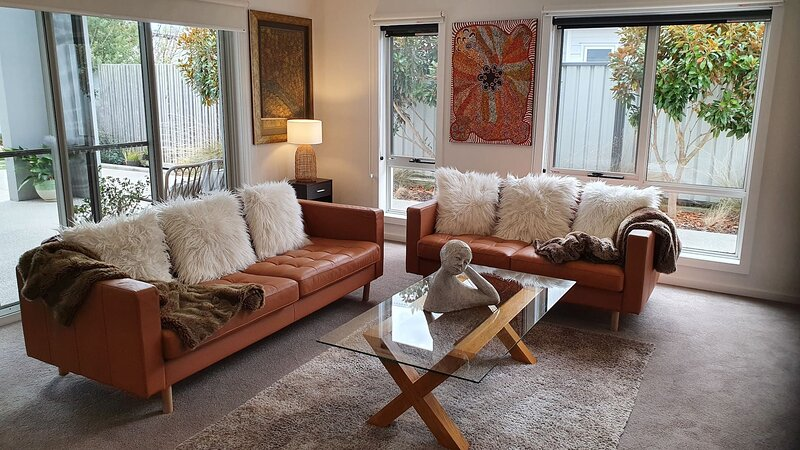 Luxurious Retreat - Near Beaches National Park, holiday rental in Turners Beach