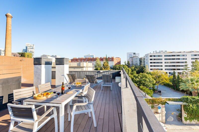 (PEL1C)BARCELONA | STUNNING BEACH APT. | ROOFTOP TERRACE¤, holiday rental in Sant Adria de Besos