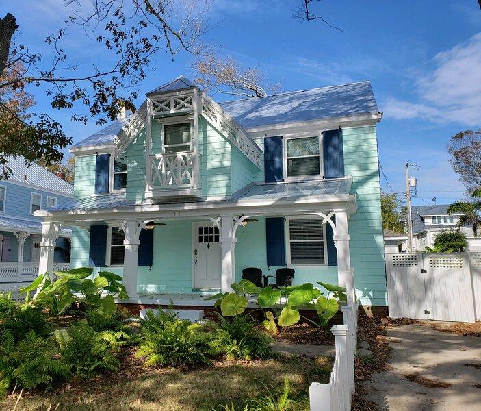4-bedroom 2.5 bath Sleeps 16 Beautiful Vacation Home Steps to the Ocean!!, holiday rental in Virginia Beach