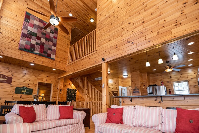 Sandy Beach Accessible Knotty Pine Lodge w/ 47 Wooded Acres!, casa vacanza a Cass County