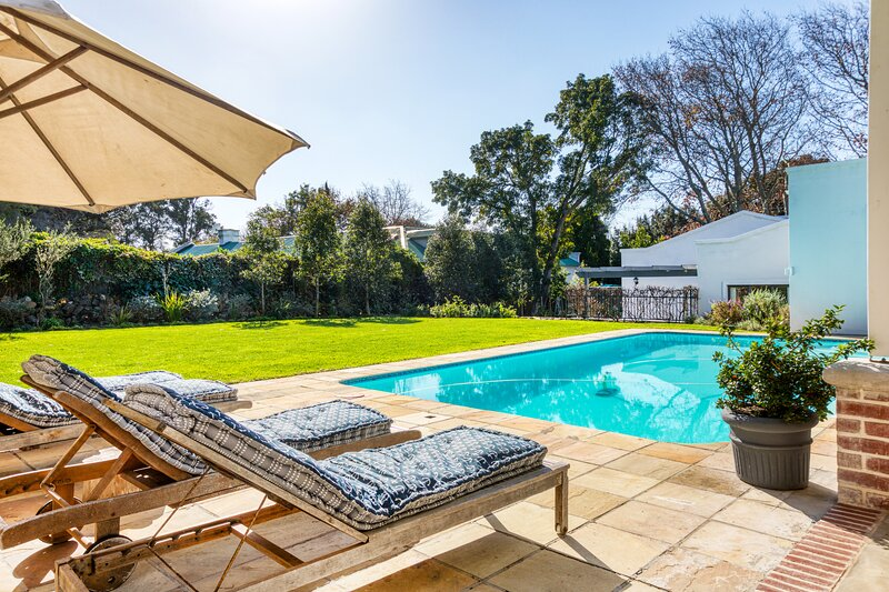Beautiful home in Constantia, holiday rental in Plumstead