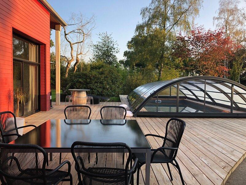 Amazing villa with swimming-pool, location de vacances à Plouigneau