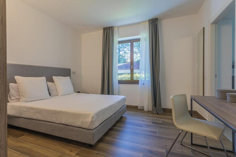 Insula Felix - Deluxe Double or Twin Room, holiday rental in Moniga del Garda
