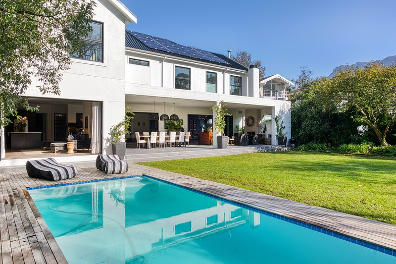 Stunning 5 bedroom Constantia family home, casa vacanza a Bishopscourt