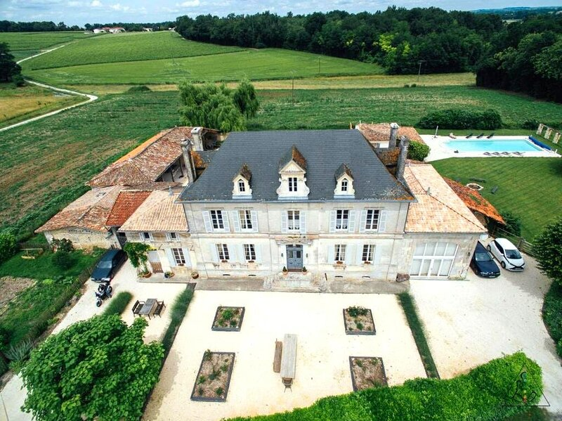 Amazing villa with swimming-pool, holiday rental in Coux