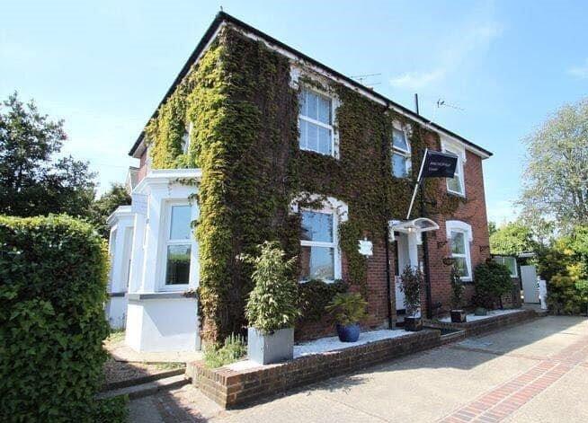 A Beautiful Edwardian Holiday Home in Cowes., aluguéis de temporada em East Cowes
