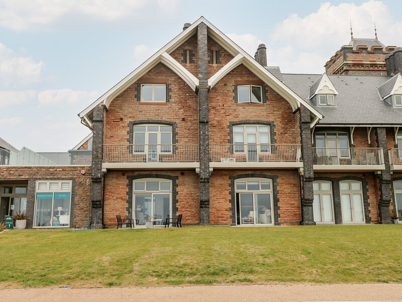 21 The Rest, Porthcawl, holiday rental in Margam