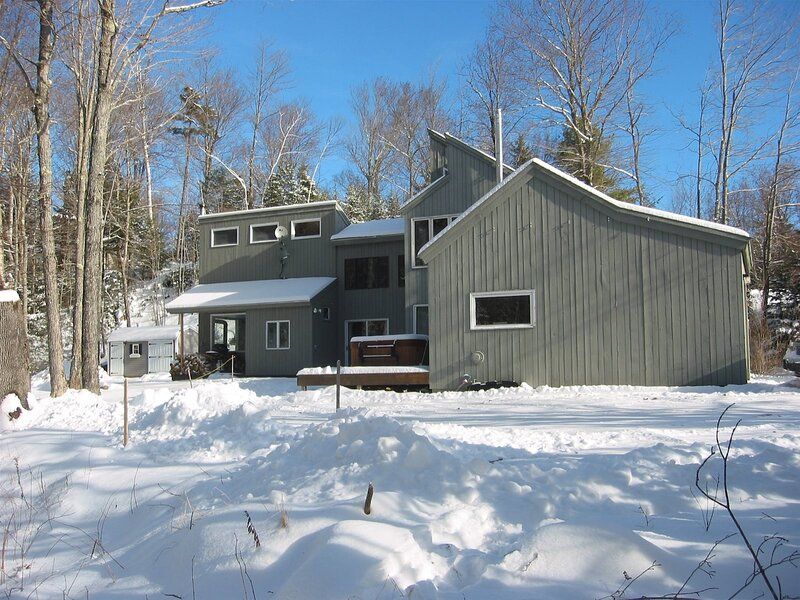 Just listed! Private Riverfront Home in the Heart of Waterville Valley!, holiday rental in Waterville Valley