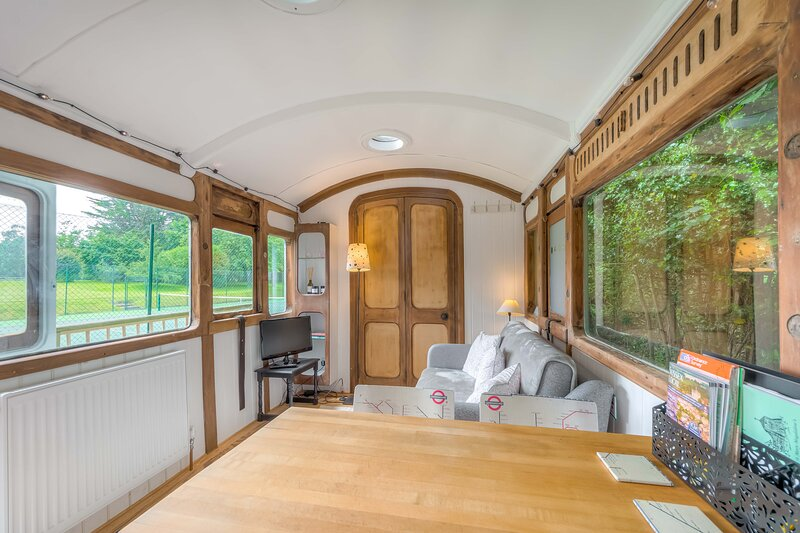 Railway carriage sleeps 2 adults 2 children, holiday rental in Fontwell