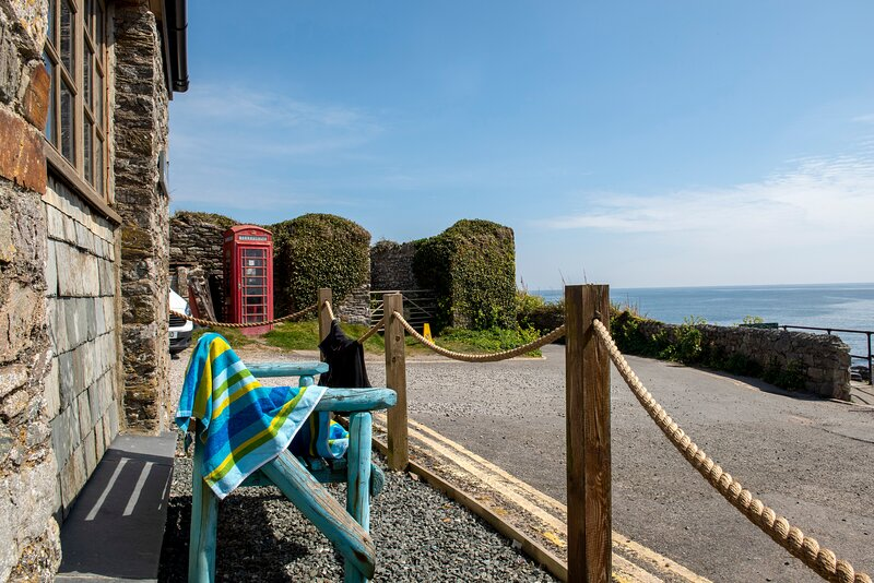 Cosy Cottage on the Edge of Portwrinkle Beach, holiday rental in Sheviock