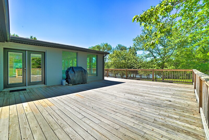 NEW! Bright Apt w/ Deck & Old Hickory Lake Access!, holiday rental in Sumner County