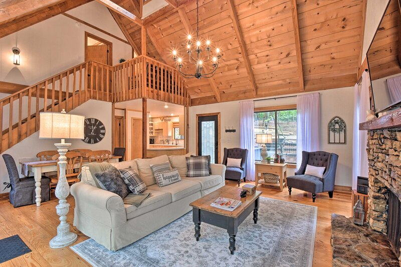 NEW! Big Canoe Cabin w/ Porch & Amenity Access, casa vacanza a Big Canoe