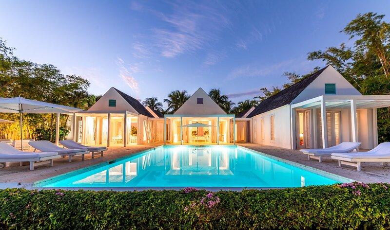 Casa Miralejos Luxury Property, holiday rental in El Limon
