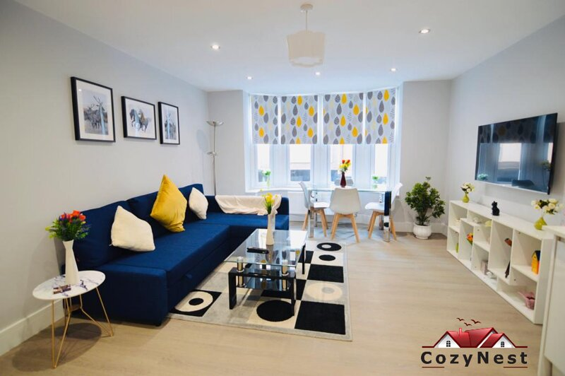 Morden,Central Self Contained Flat by CozyNest, holiday rental in Burghfield