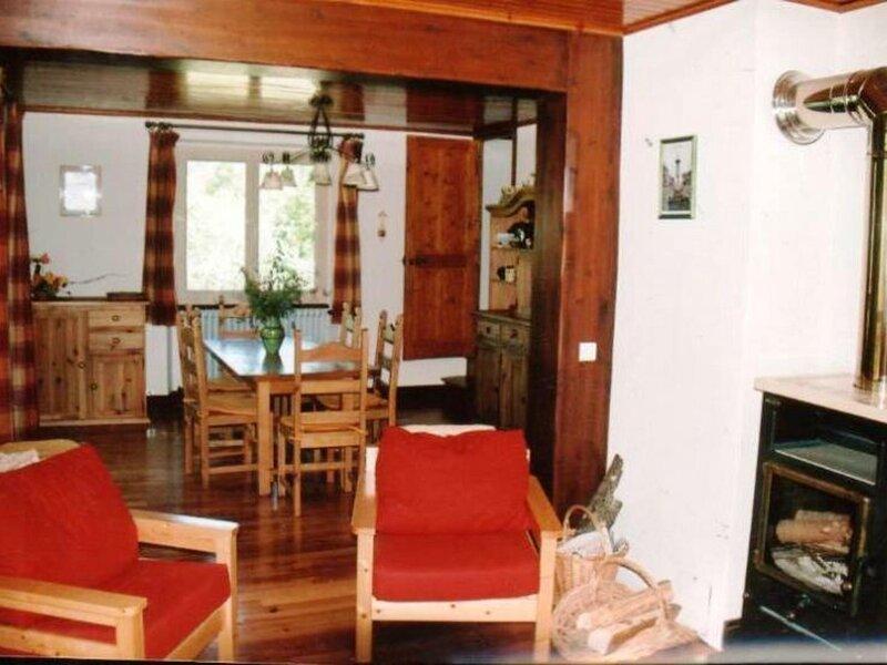 Chalet confortable 12 personnes dans le village de Peisey Nancroix à proximité, holiday rental in Nancroix
