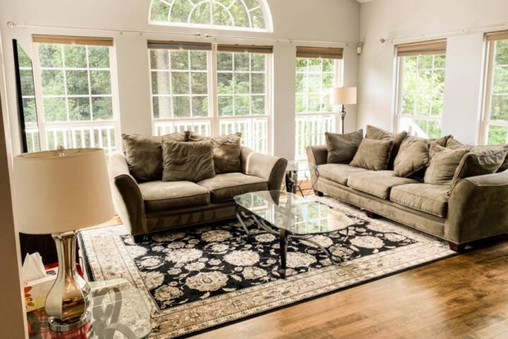 Spread out in this large newly-listed home!, alquiler de vacaciones en Severna Park