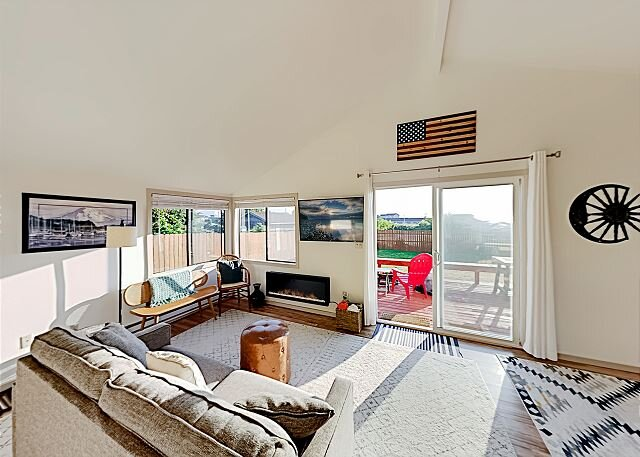 Whidbey Island Beach Cabin | 2 Minute Walk to the Water!, holiday rental in Nordland