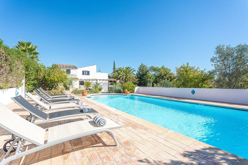 Quinta da Alfazema - New!, holiday rental in Quelfes