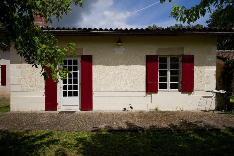 Gites 'Aux Tuileries', holiday rental in Landiras
