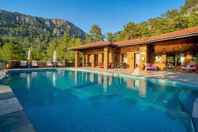8 Bedroom Villa with Private Pool in Gokceovacik, Gocek, vakantiewoning in Gocek