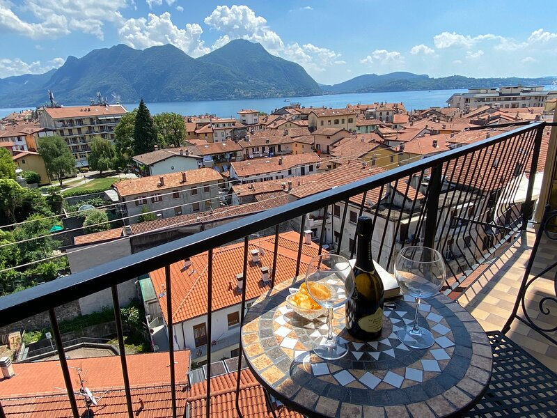 Romantica Suite modern apartment in Verbania Intra center with lake view, holiday rental in Pallanza