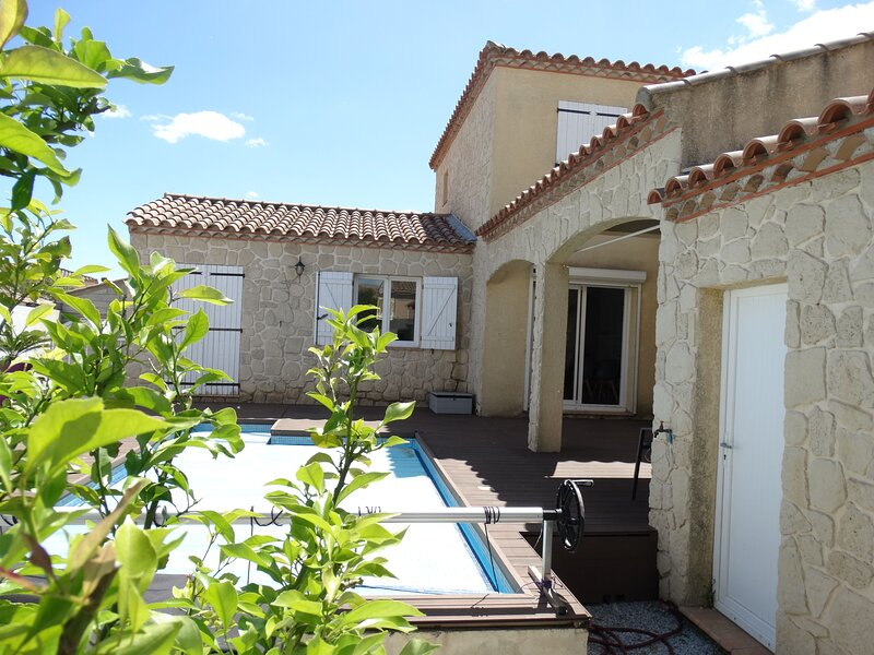 Amazing villa with swimming-pool, holiday rental in Florensac