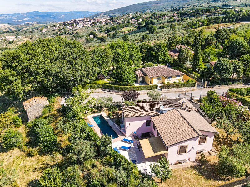 Fully self contained house with private pool. Quiet area with panoramic sight, holiday rental in Melezzole