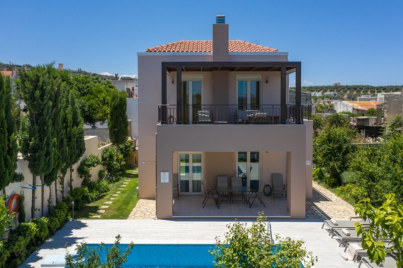 New villa, Private Pool, Near Amenities, holiday rental in Pigi
