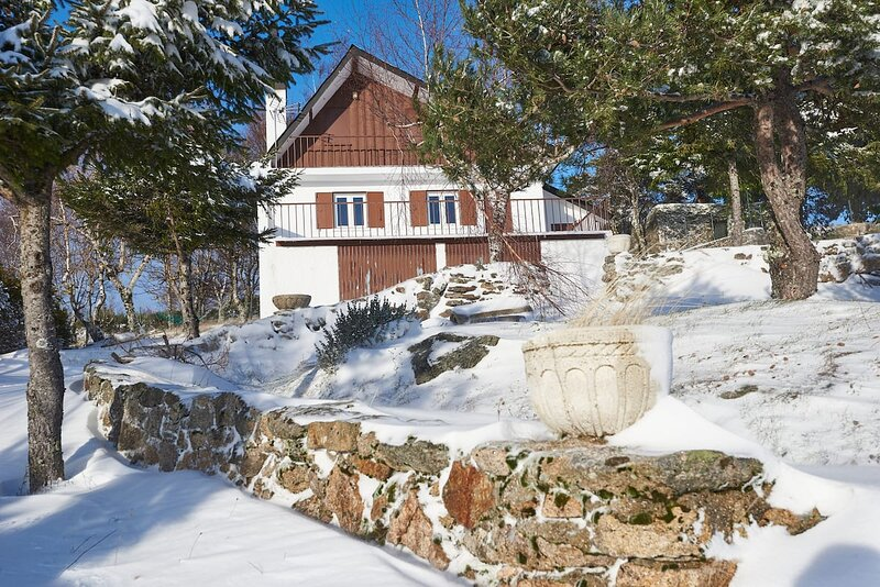 Perfect Vacation Mountain and City, holiday rental in Peraboa