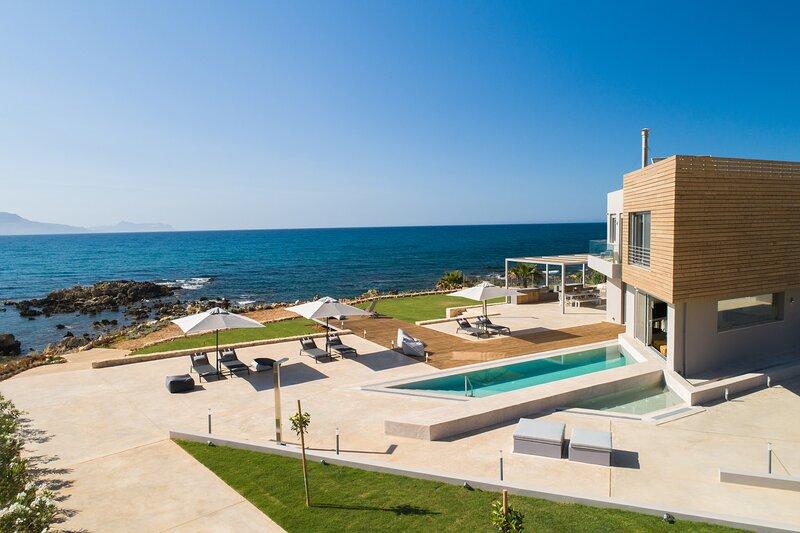 Marion La Lumiere, An intimate Villa Resort!, aluguéis de temporada em Kato Valsamonero