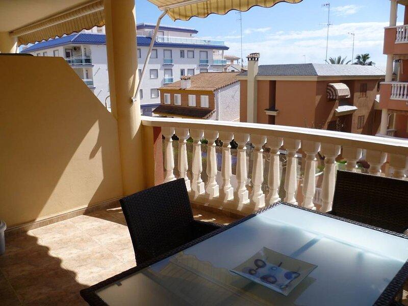 Precioso apartamento en segunda línea de playa, holiday rental in Eslida
