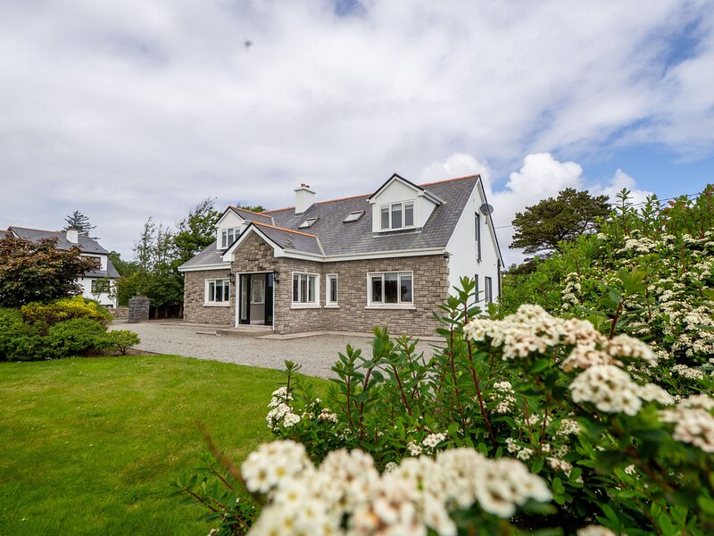 Cottage 378 - Carna - Large luxuious cottage in the Connemara Gaeltacht  - Sleep, holiday rental in Carna