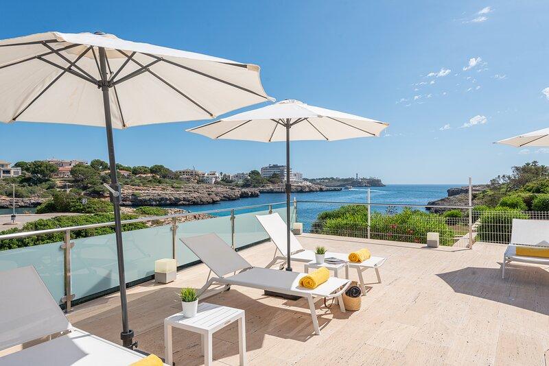 ¡Ideal Villa Sa Caleta en Cala Marsal, con sauna, jacuzzi y piscinas!, alquiler de vacaciones en Cala Marçal