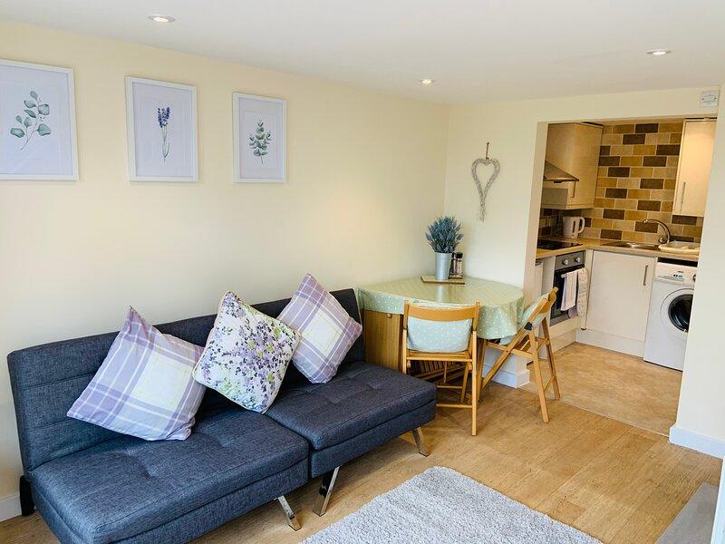 Charming 1-Bedroom Lodge with a River setting, location de vacances à Waltham